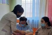 в «Кабинете развития ребенка» медицинской сестрой С.Н.Сулейменовой проводится консультация молодым мамам