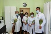 Мужской коллектив «Городской поликлиники №11» во главе с директором Сагандыковым Ж.К. поздравили весь женский коллектив поликлиники, обойдя все кабинеты с цветами и поздравительной речью